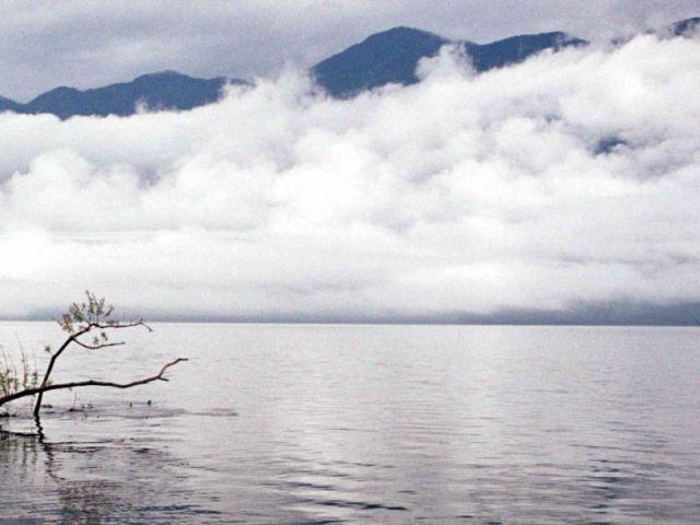 Тучи над телецким озером